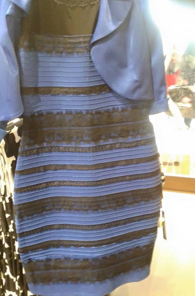 Ce culoare are rochia?