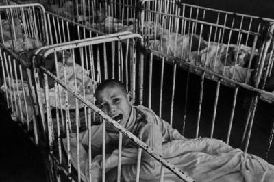 Romania, 1990 - Un orfelinat pentru incurabili